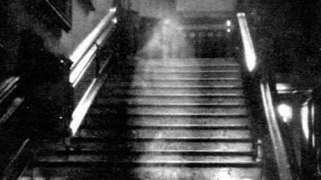 Brown Lady of Raynham Hall, 1936